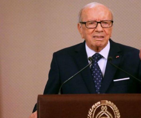 """الرئاسة التونسية تعلق العمل """"بوثيقة قرطاج"""" إلى أجل غير مسمى"""