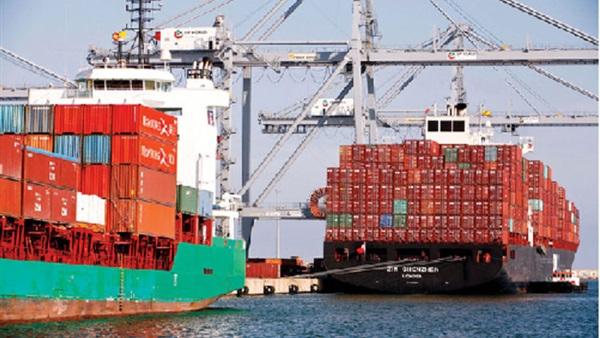 تداول 26 سفينة حاويات وبضائع بموانيء بورسعيد