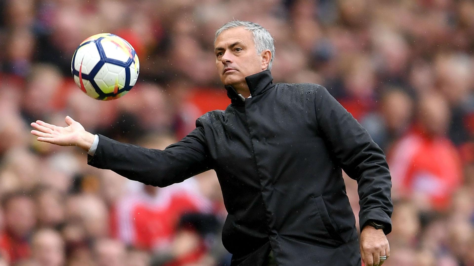 مانشستر يونايتد يقيل جوزيه مورينيو عقب بداية سيئة لموسم الدوري الإنجليزي