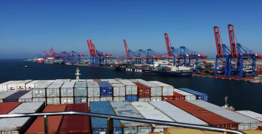 ميناء دمياط يستقبل 14 سفينة للحاويات والبضائع العامة خلال 24 ساعة