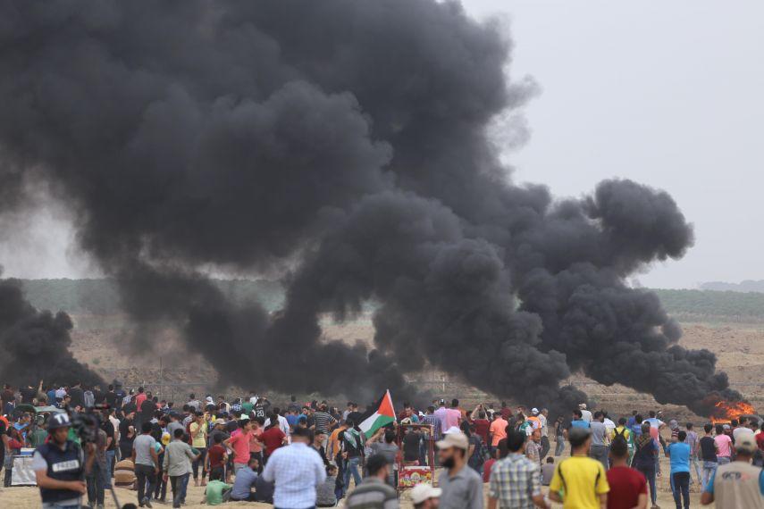 إصابة فلسطيني بالرصاص والعشرات بالاختناق جراء قمع الاحتلال لمسيرات غزة