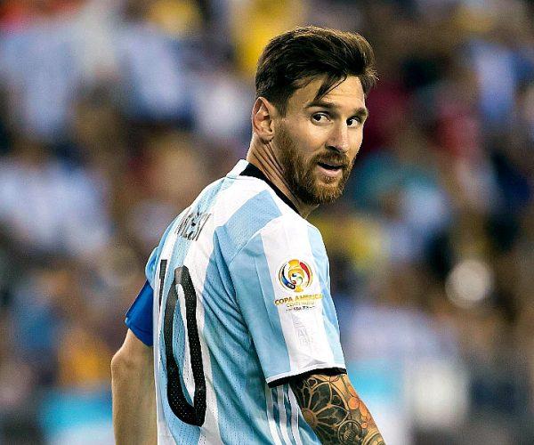 ميسي وبيكيه يتبادلان الاتهامات بسبب تراجع نتائج برشلونة