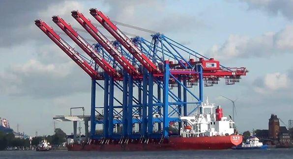 تداول 20 سفينة حاويات و بضائع بموانيء بورسعيد
