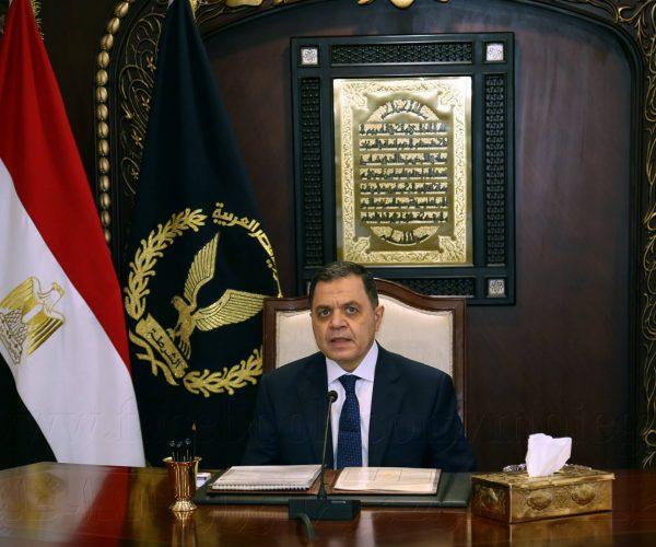 وزير الداخلية يوجه بتكريم مواطن بالإسماعيلية لانقاذه طفلة من الخطف