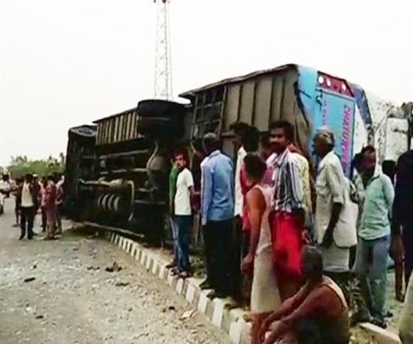 مقتل وإصابة 52 شخصًا جراء تحطم حافلة سياحية بالهند
