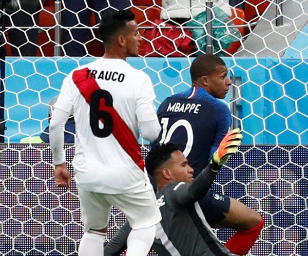 فرنسا تقصي بيرو بهدف مبابي وتحسم تأهلها إلى الدور الثاني بالمونديال