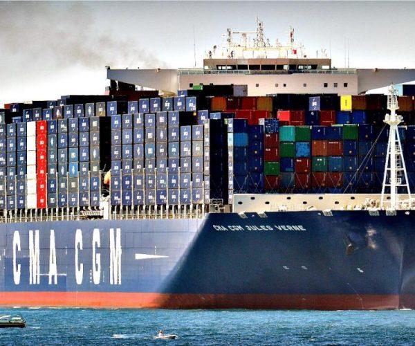 تداول 17 سفينة بموانئ بورسعيد