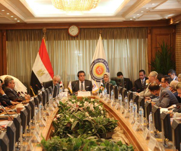 وزير التعليم العالى يجتمع بالتشكيل الجديد لرؤساء لجان المجلس الأعلى للجامعات