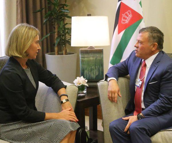 الملك عبدالله الثاني يستعرض مع موغيريني الإصلاحات الأردنية