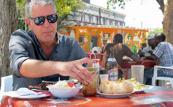 انتحار مقدم برامج الطهي الأمريكي أنتوني بوردين في فرنسا