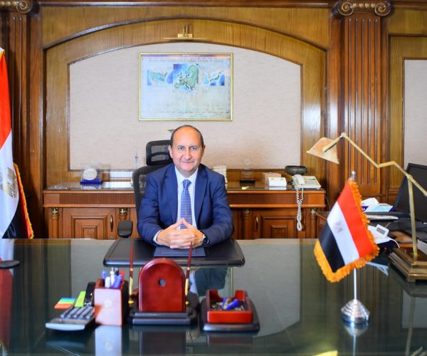 وزارة التجارة والصناعة تفرض تدابير وقائية جديدة على واردات الحديد والصلب