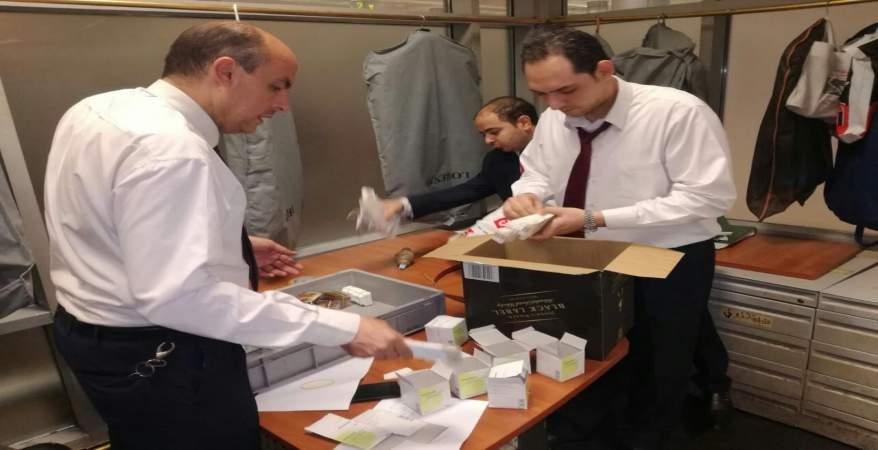 ضبط تهريب 760 أمبولا لعلاج الأورام بمطار القاهرة الدولي