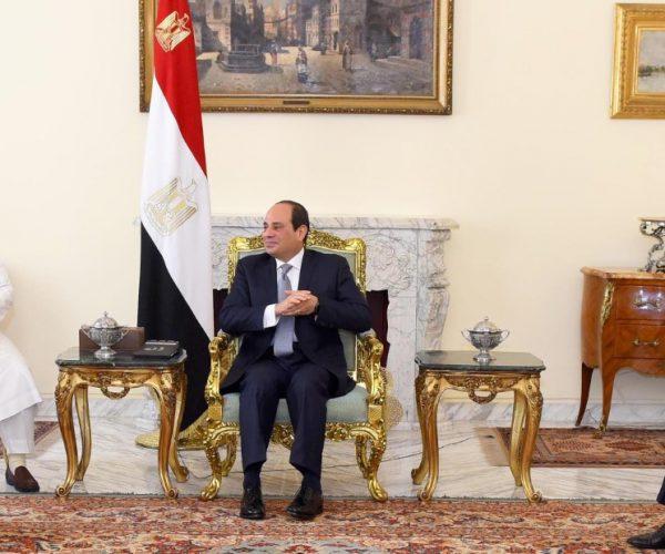 """سلطان طائفة البهرة يقدم 10 ملايين جنيه لصندوق """"تحيا مصر"""""""