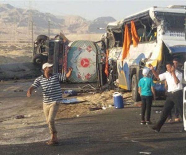 مصرع 8 وإصابة 27 فى حادث تصادم أتوبيس بسيارة نقل بمطروح