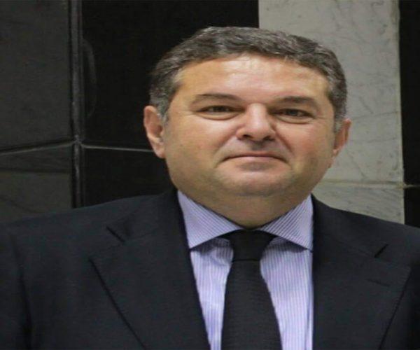 وزير قطاع الأعمال العام يدلي بصوته في انتخابات مجلس الشيوخ بالتجمع
