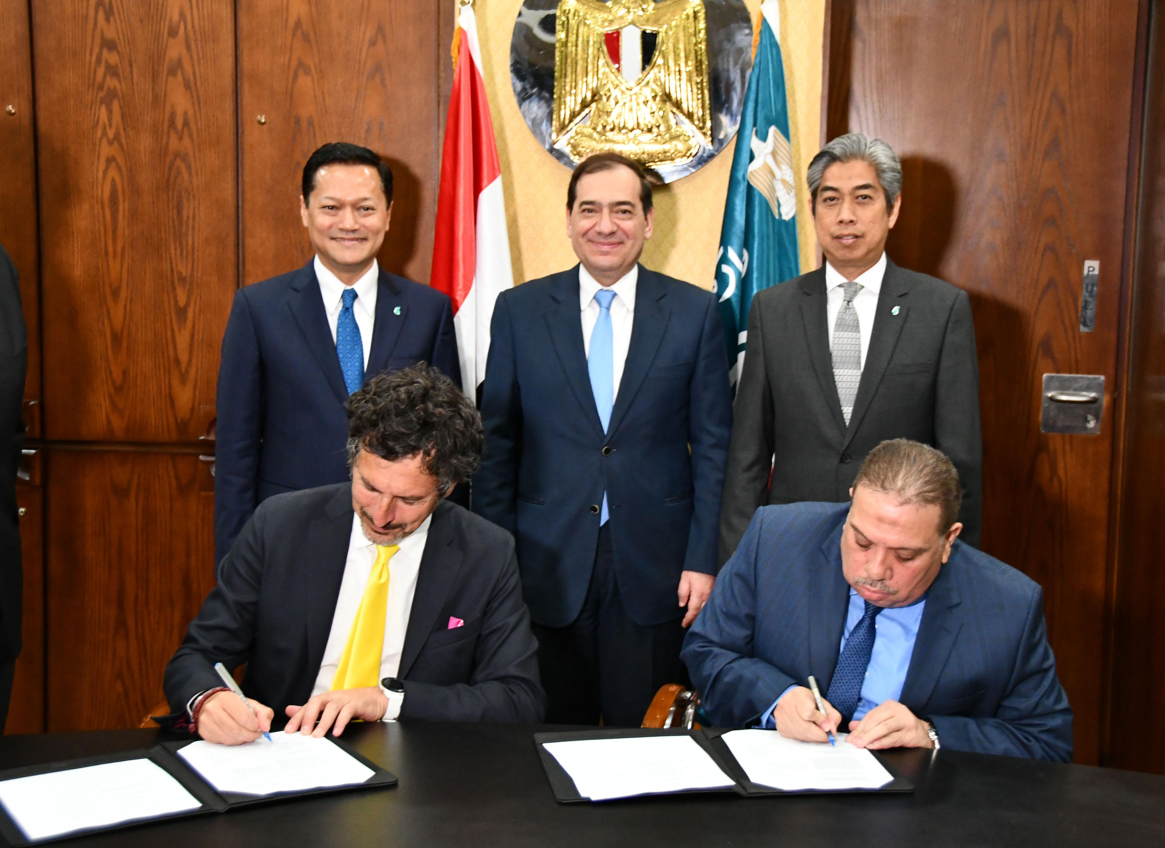 تفاصيل توقيع بروتوكول بين مصر للبترول و بتروناس الماليزية لتسويق الزيوت
