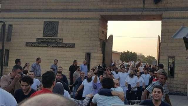 الحكومة تقرر العفو عن بعض السجناء بمناسبة احتفالات أكتوبر