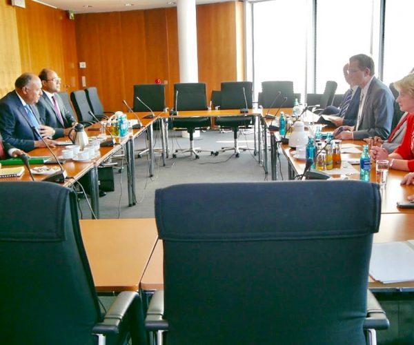 وزير الخارجية يلتقي رئيس جمعية الصداقة البرلمانية المصرية – الألمانية