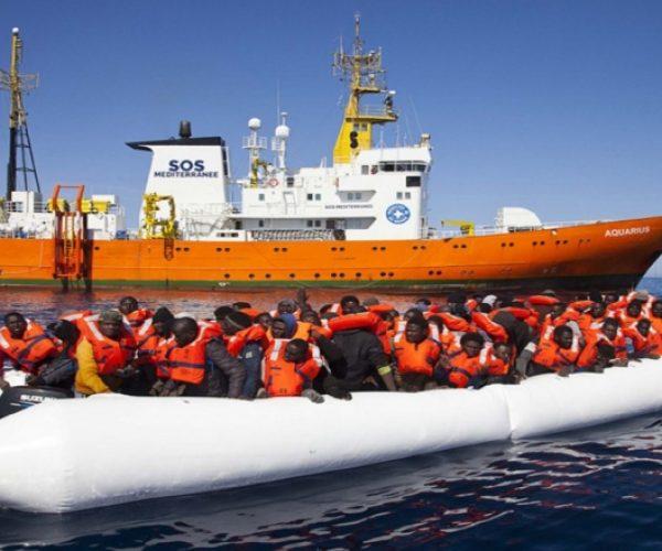 مفوضية اللاجئين تقوم بإجلاء 2500 لاجئ وطالب لجوء من ليبيا لإعادة توطينهم