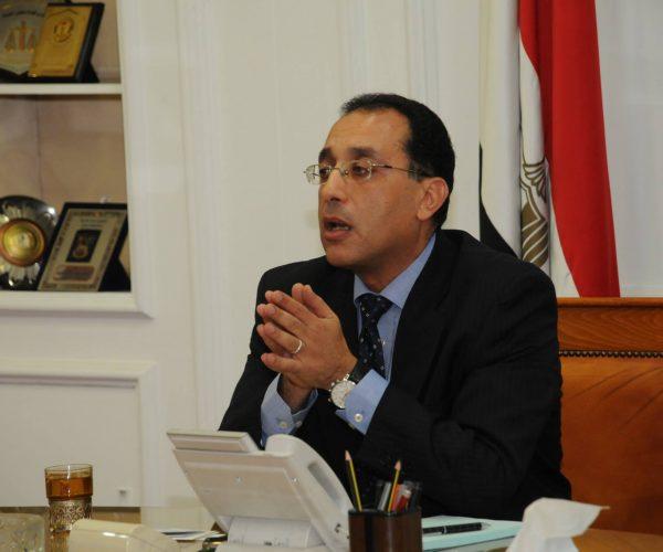 رئيس الوزراء يتابع مشروع الروبيكى وتطوير سور مجرى العيون