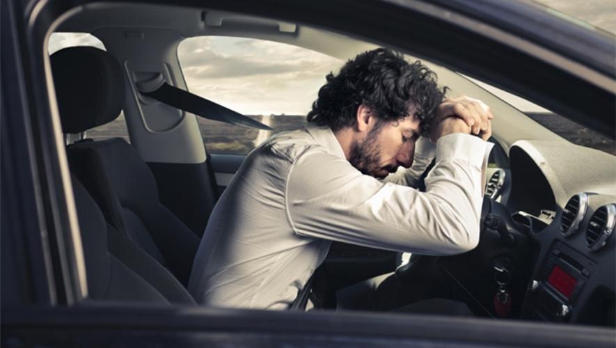 نصائح لتفادي النعاس أثناء قيادة السيارة لمسافات طويلة