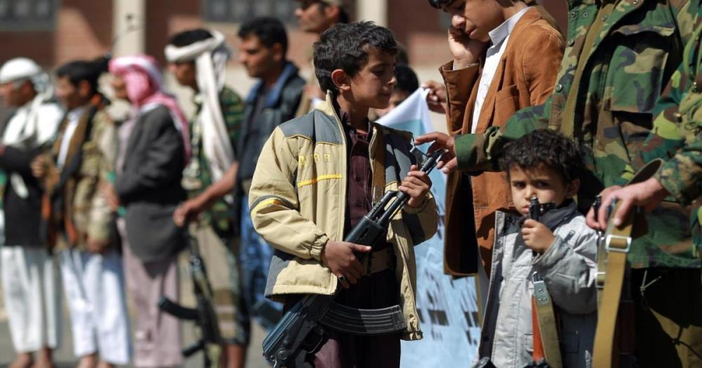 ميليشيات الحوثي تدشن مخيمات لتجنيد الأطفال في مدارس صعدة