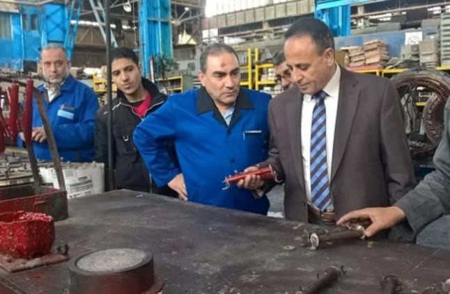 """جولة مفاجئة لرئيس """"السكة الحديد"""" لورش الفرز بالقاهرة"""