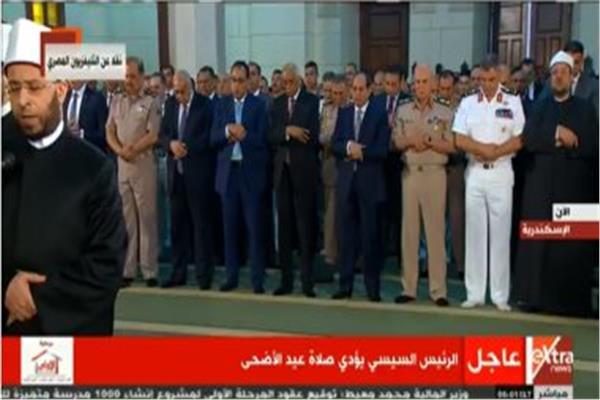 الرئيس السيىسي يؤدى صلاة عيد الأضحى في مسجد محمد كريم بـ رأس التين