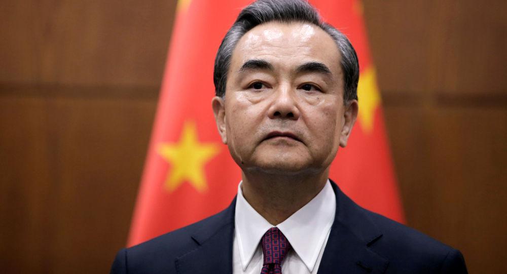 وزير الخارجية الصيني يحث على تجنب تسييس التعاون في مكافحة كورونا
