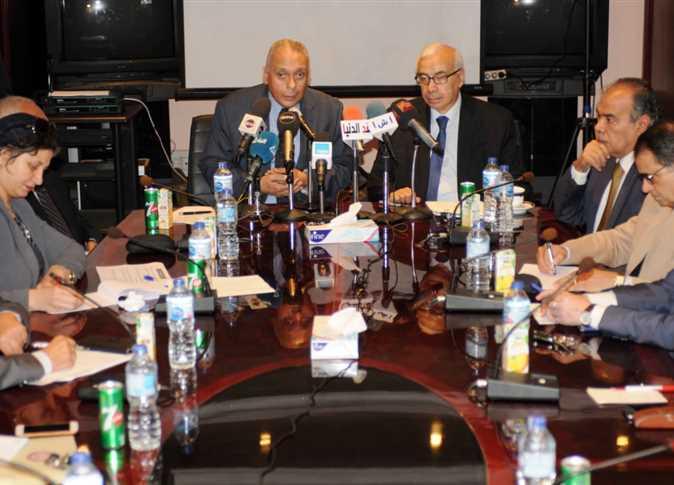 إعلاميون وخبراء يدعون لوضع استراتيجية للتصدي للشائعات ضد مصر