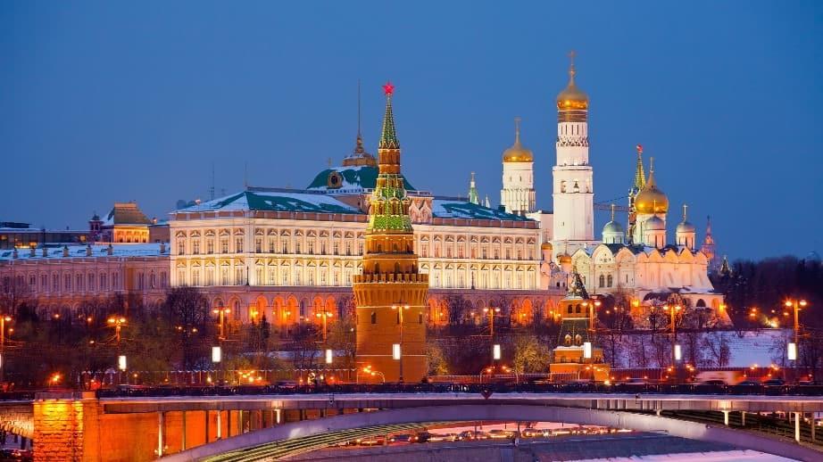 الكرملين: روسيا لا تنتظر رفع العقوبات المفروضة عليها مقابل تقديم المساعدات لإيطاليا