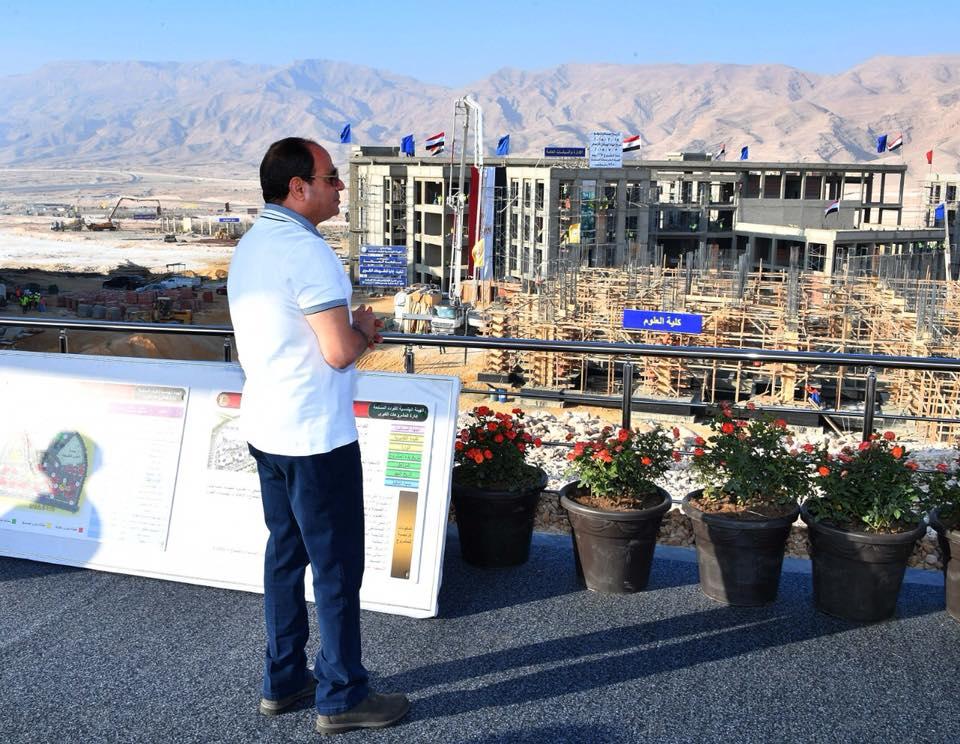 السيسي يتفقد المشروعات التنموية بمنطقة هضبة الجلالة