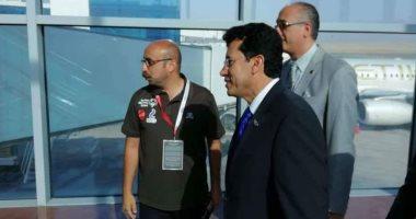 وزير الرياضة يستقبل بطلات العالم للإسكواش بمطار القاهرة
