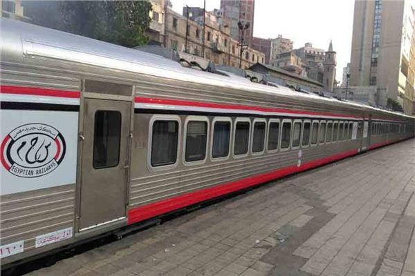 سكك حديد مصر تعتذر لركاب قطار ٩٨٢