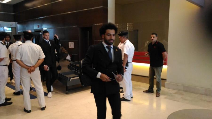 لحظة وصول محمد صلاح الى مطار القاهرة قادما من لندن