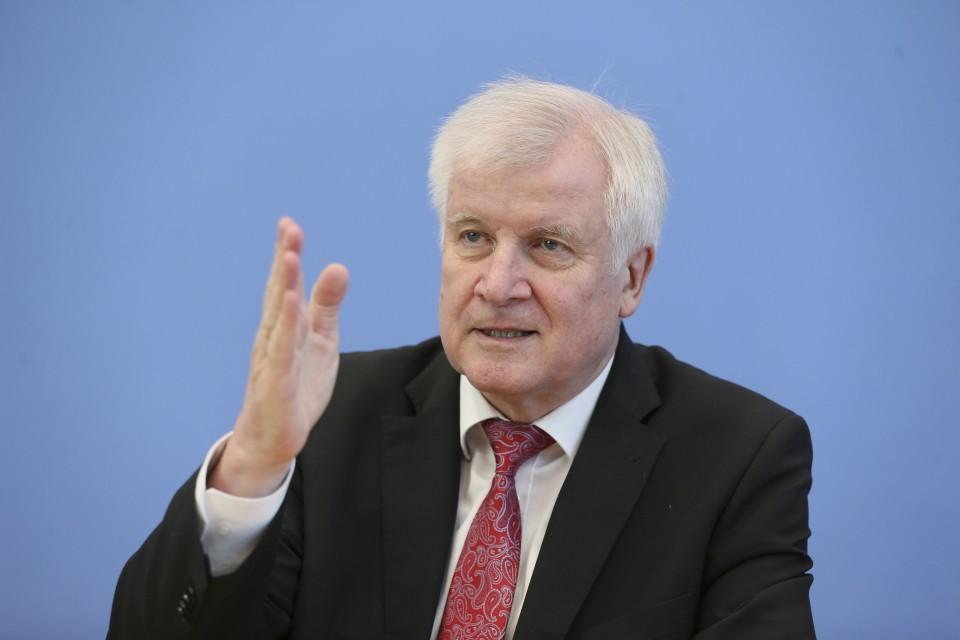 وزير الداخلية الألماني يعرب عن تفاؤله بإبرام اتفاق مع إيطاليا بشأن الهجرة
