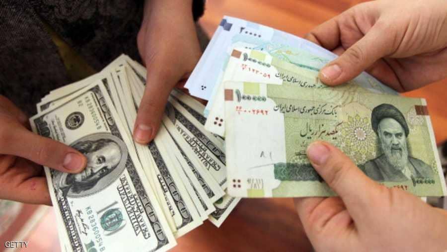 انخفاض حاد للريال الإيراني مقابل الدولار