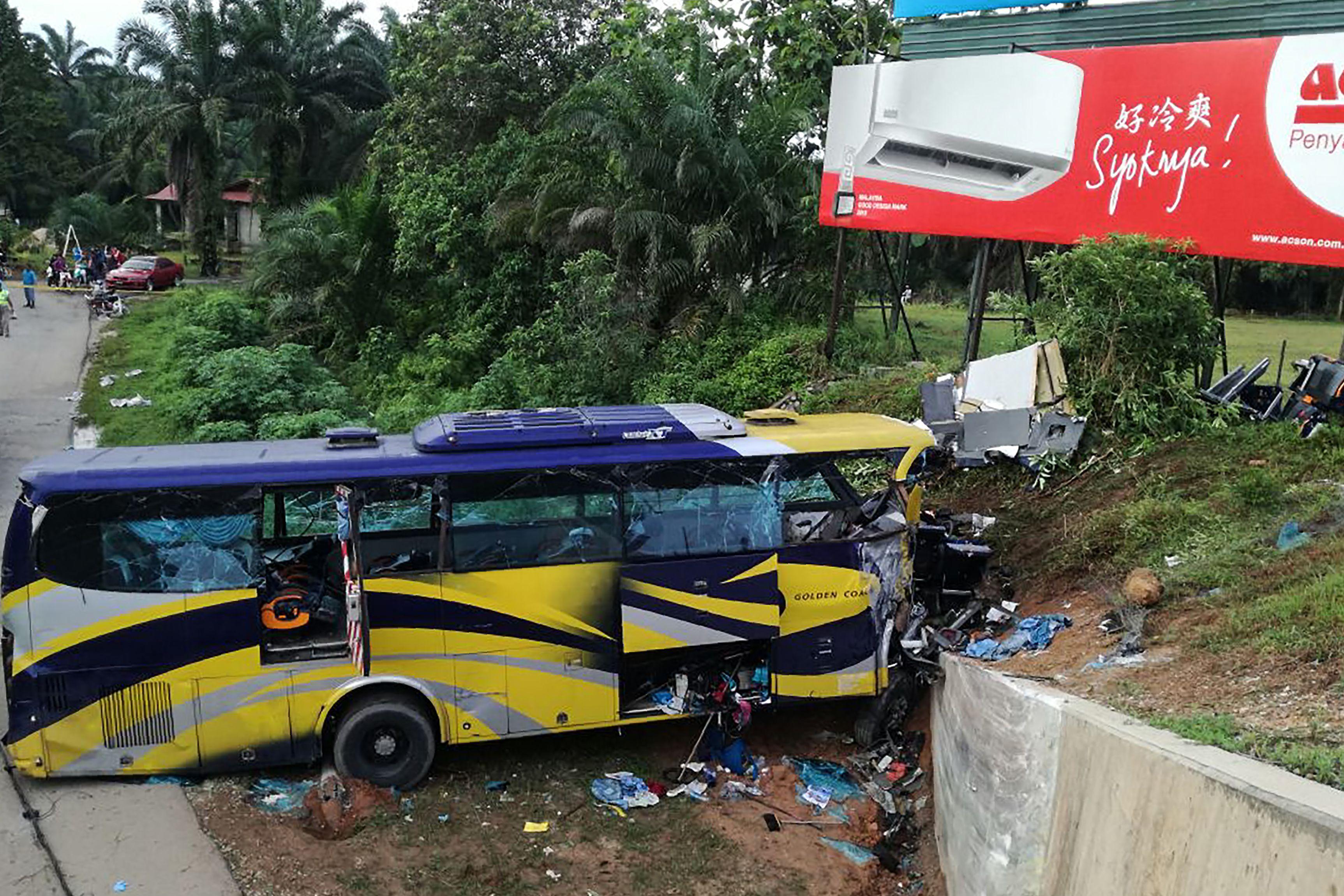 ارتفاع حصيلة ضحايا حادث تحطم حافلة بولاية تيلانجانا الهندية إلى 52 قتيلًا