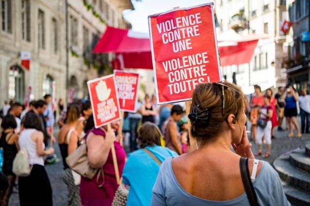 مظاهرة فى سويسرا تطالب بالمساواة فى الأجر بين المرأة والرجل
