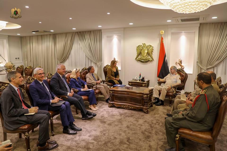 حفتر يبحث مع  وزير الخارجية الإيطالي سبلتأمينالانتخابات الليبية ومكافحة الإرهاب