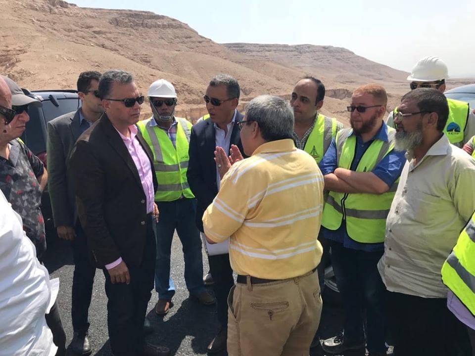 صور | «مدبولي» يكلف وزير النقل بتفقد مشروع ازدواج طريق «أسيوط- سوهاج»