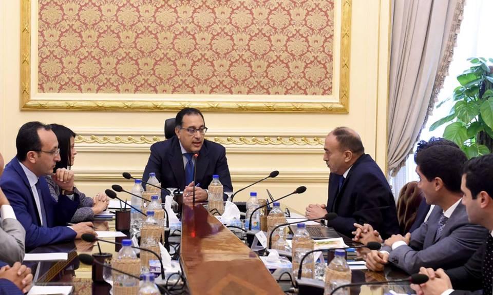رئيس الوزراء يستعرض فرص إقامة مشروعات السياحة الاستشفائية فى عيون موسى