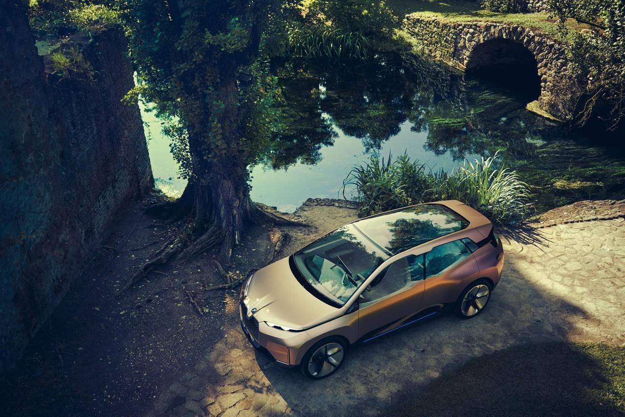 صور و فيديو | «بي إم دبليو» تستعرض مشروع سيارة «iNext» الخيالية