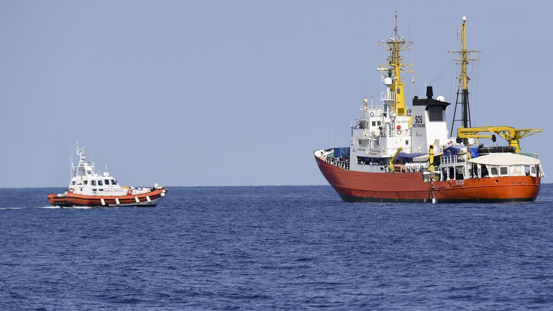 السفينة اكواريوس تبحث عن ملاذ لاحد عشر مهاجرا انقذوا قبالة سواحل ليبيا