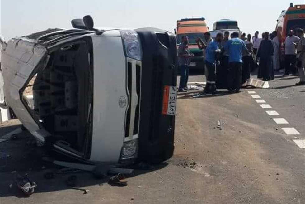 الصحة : وفاة 3 مواطنين وإصابة 18 آخرين فى حادث انقلاب أتوبيس بقنا
