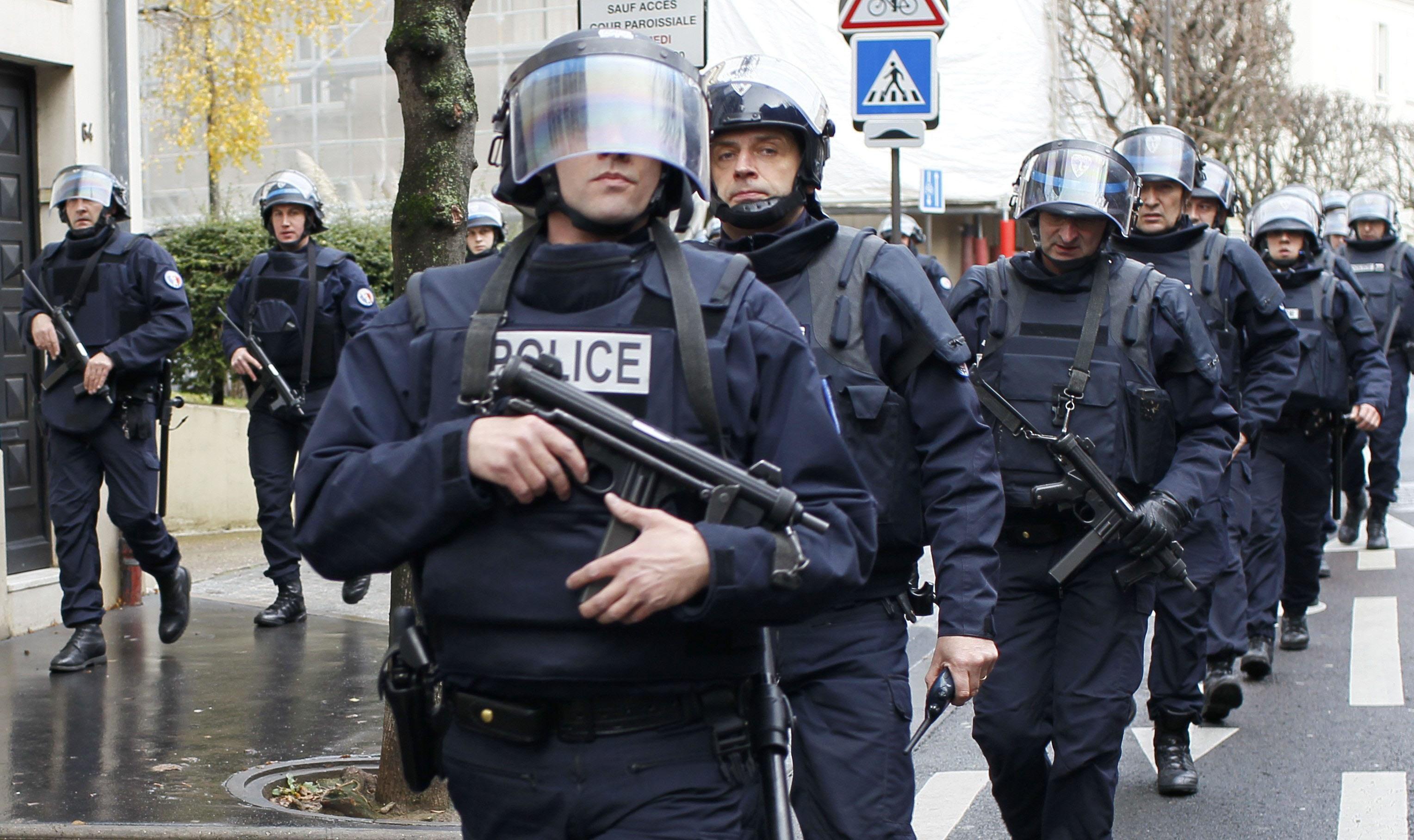 الشرطة اليونانية تعتقل 17 شخصا خلال مظاهرة أمام السفارة الأمريكية