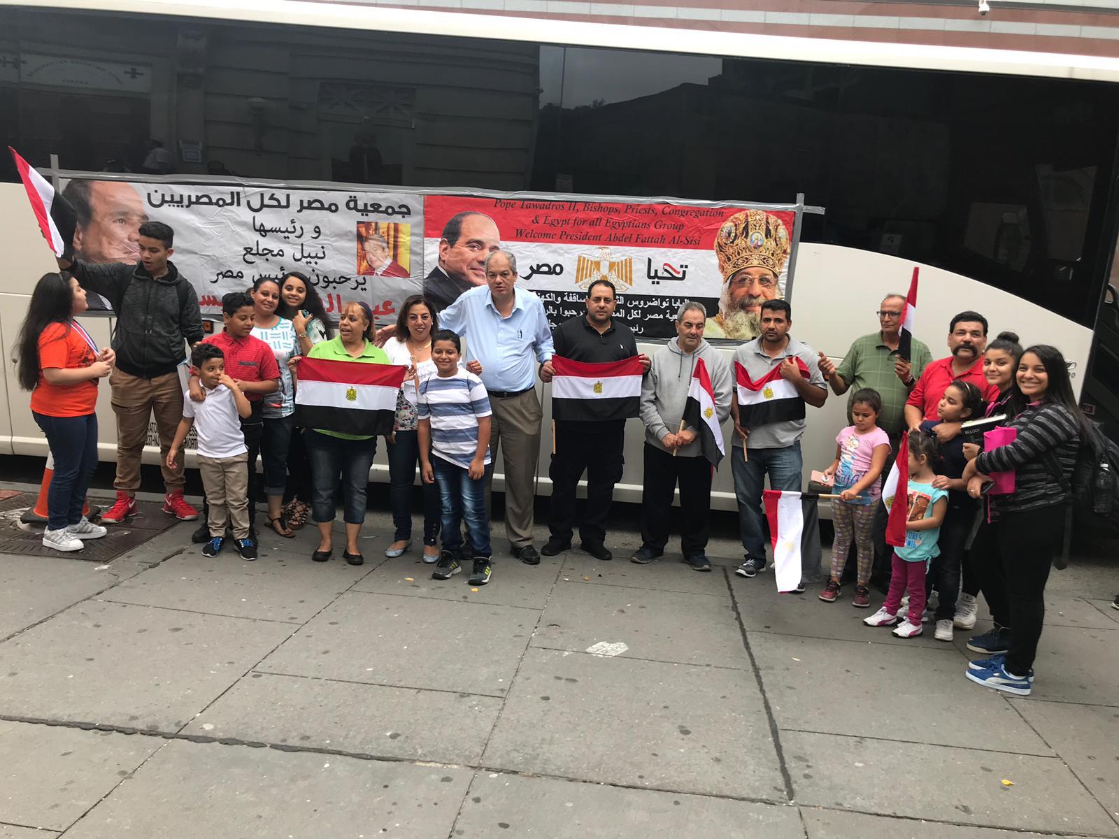 صور | الجالية المصرية بنيويورك تستعد لاستقبال الرئيس السيسى بالأعلام