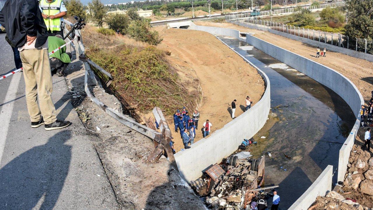 19 قتيلا في سقوط حافلة مهاجرين بنهر غرب تركيا
