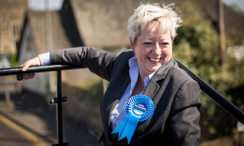 """تعيين أول وزيرة لمكافحة """" الانتحار"""" في بريطانيا"""