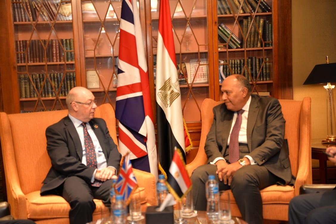 شكري يبحث مع وزير بريطانيا لشئون الشرق الأوسط تطورات الأوضاع بالمنطقة